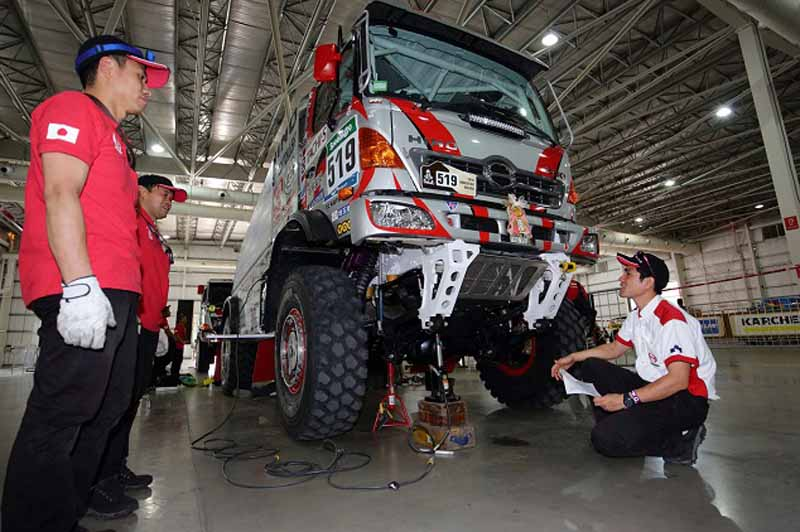 hino-two-ranger-vehicle-inspection-pass-the-ready-towards-the-competition-start20160102-3