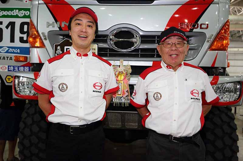 hino-two-ranger-vehicle-inspection-pass-the-ready-towards-the-competition-start20160102-5