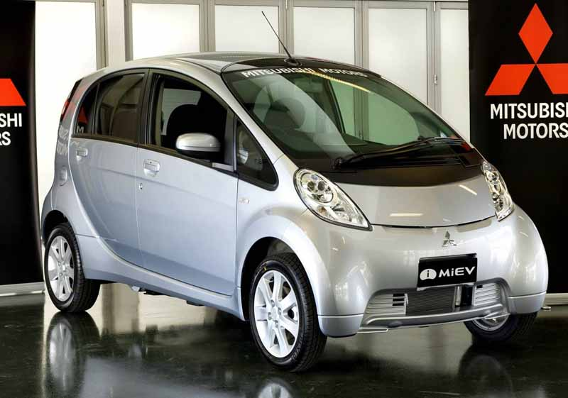 mitsubishi-motors-usually-charger-is-available-free-of-charge-to-start-the-provision-of-electric-vehicle-support-service20160114-2
