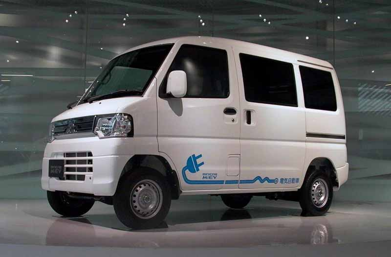mitsubishi-motors-usually-charger-is-available-free-of-charge-to-start-the-provision-of-electric-vehicle-support-service20160114-3