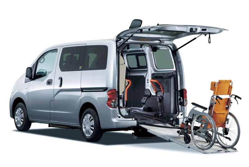 オーテックジャパンのNV200バネット「チェアキャブ 車いす2名仕様」