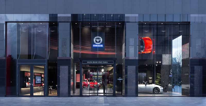 opened-the-mazda-brand-space-osaka-on-january-29-20160128-6