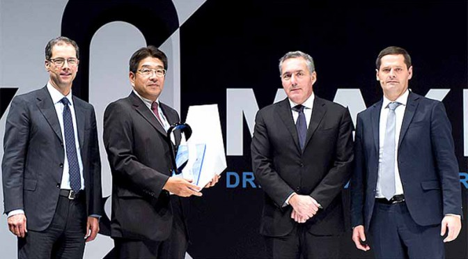 sumitomo-electric-industries-was-awarded-the-annual-vendor-best-award-from-fiat-chrysler20160123-2