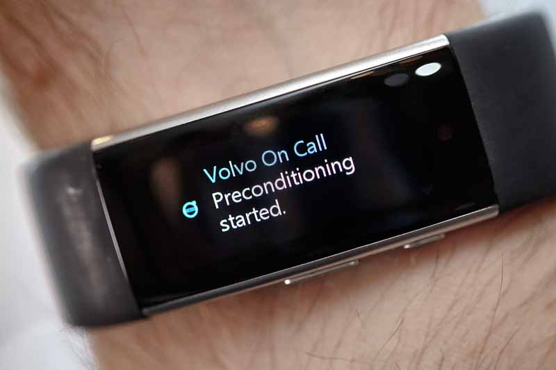 the-practical-application-of-the-system-for-vehicle-control-at-volvo-and-microsoft-from-the-outside-of-the-vehicle-only-voice20160107-2