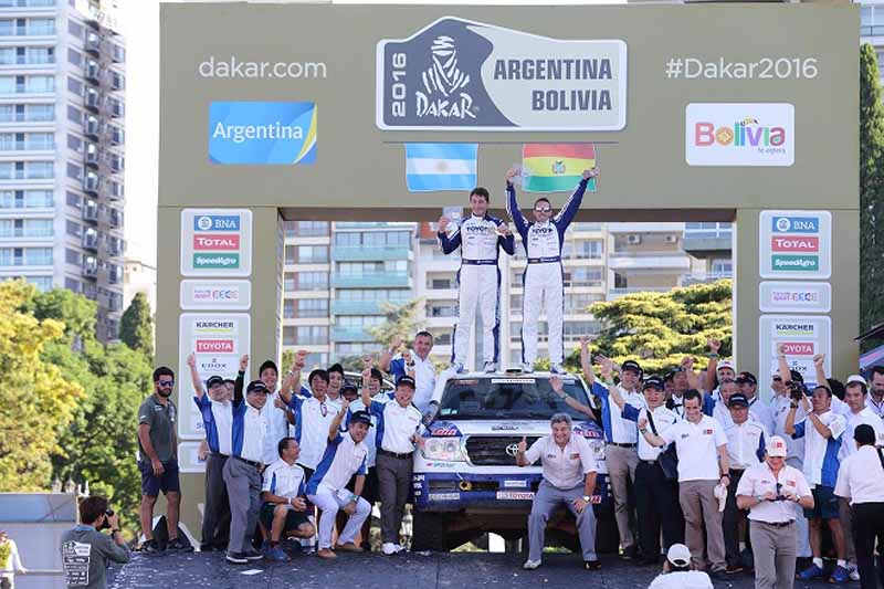 the-toyota-president-comments-on-the-dakar-rally-2016-land-cruiser-three-peat20160117-11
