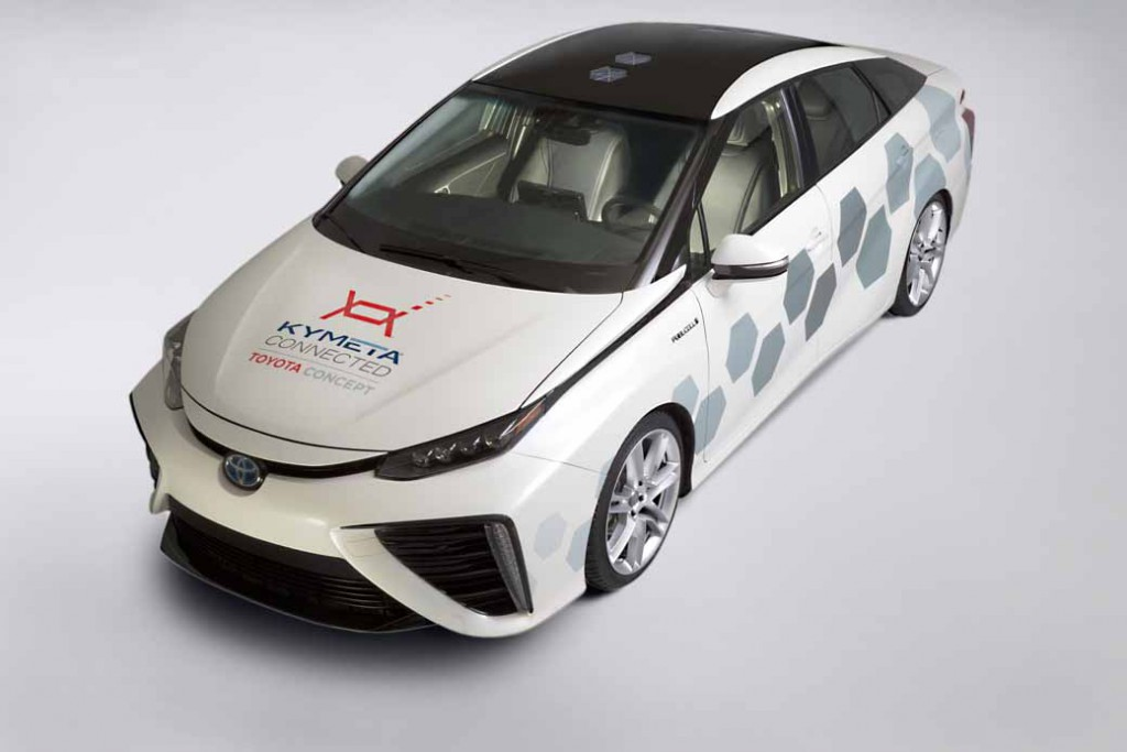 toyota-the-worlds-first-public-satellite-communication-vehicle-of-fuel-cell-vehicles-mirai20160113-1