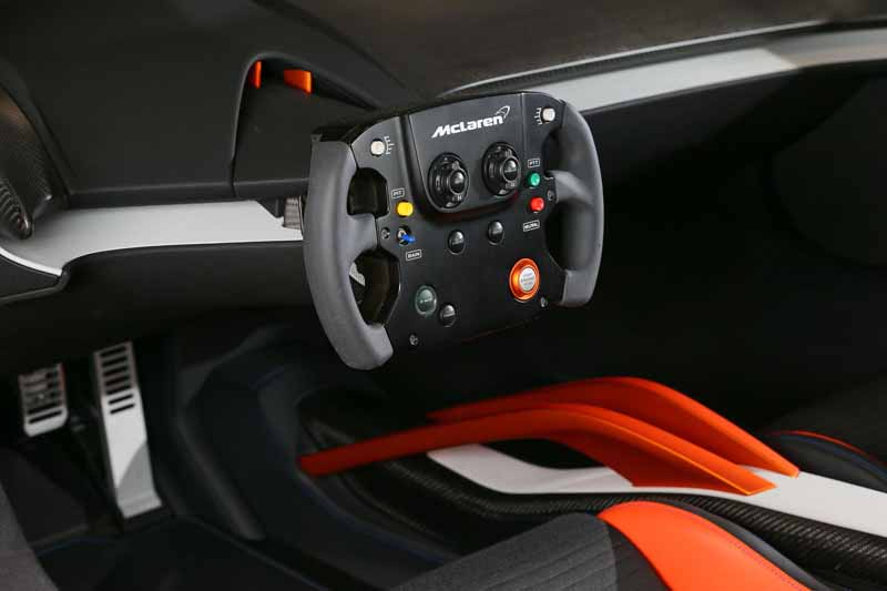 vc-kenwood-a-digital-cockpit-system-installed-in-the-mclaren-675lt-at-ces2016-0111-2