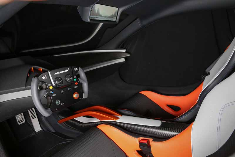 vc-kenwood-a-digital-cockpit-system-installed-in-the-mclaren-675lt-at-ces2016-0111-3