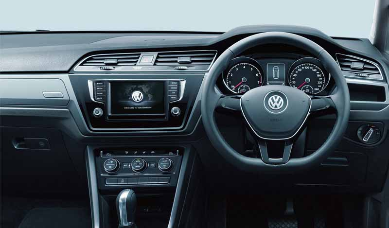 volkswagen-golf-touran-was-full-model-change-for-the-first-time-in-11-sales-start20150112-16