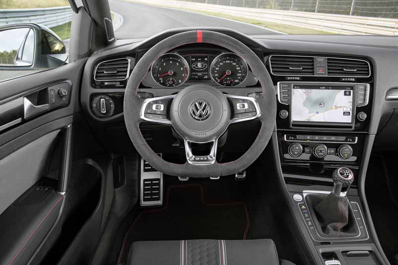 volkswagen-memorial-gti-birth-40th-anniversary-model-golf-gti-clubsport-limited-introduction20160116-20