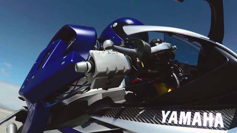 yamaha-motor-circuit-sprint-planning-the-start-of-the-humanoid-autonomous-robot-rider-motobot20160109-3