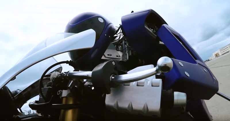 yamaha-motor-circuit-sprint-planning-the-start-of-the-humanoid-autonomous-robot-rider-motobot20160109-8