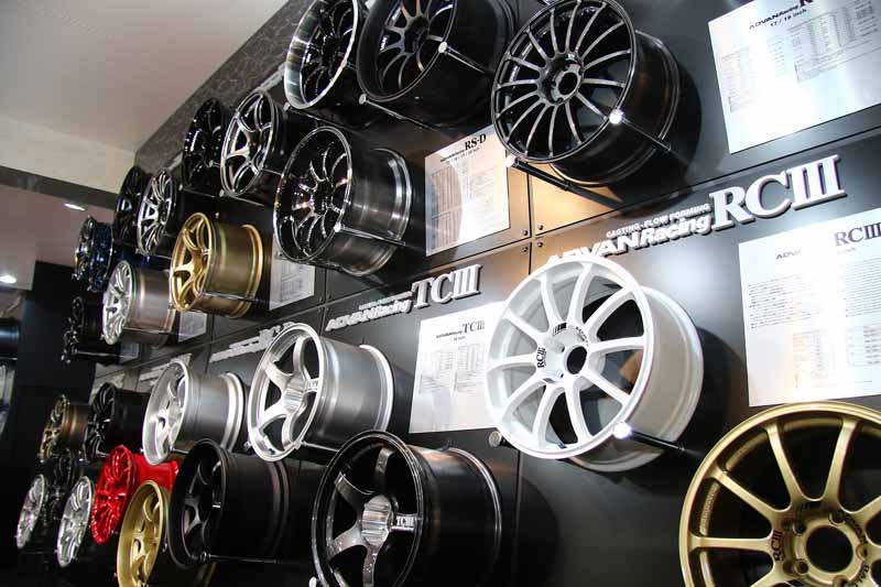 yokohama-rubber-is-exhibited-at-the-tokyo-auto-salon-201620160105-1