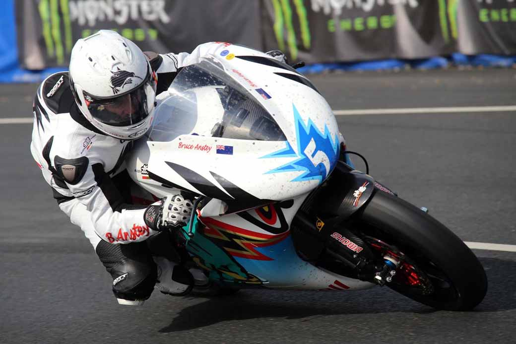 2016-isle-of-man-tt-race-team-mugen-war-system-announced20160202-7