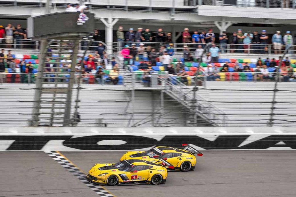chevrolet-corvette-c7-r-in-the-daytona-24-1-2-finish20160201-2