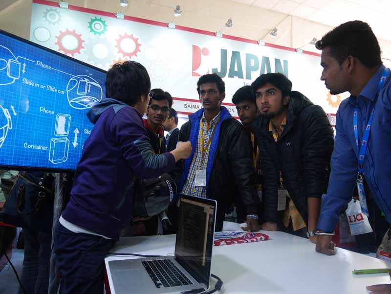 of-japan-nextremer-announced-the-helmet-of-artificial-intelligence-dialogue-engine-in-india20160221-1