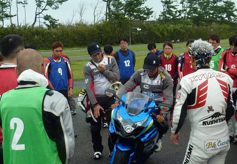 sumitomo-rubber-industries-continued-implementation-of-the-support-activities-to-the-motor-cycle-users20160219-8