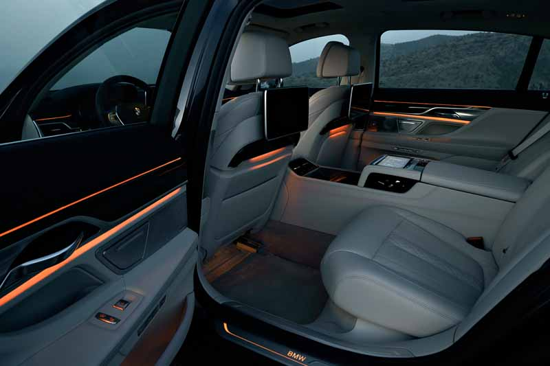 bmw-7-series-2016-world-luxury-car-award-in-ny-international-auto-show-awards20160330-10