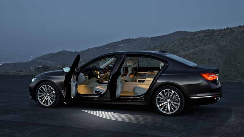 bmw-7-series-2016-world-luxury-car-award-in-ny-international-auto-show-awards20160330-12