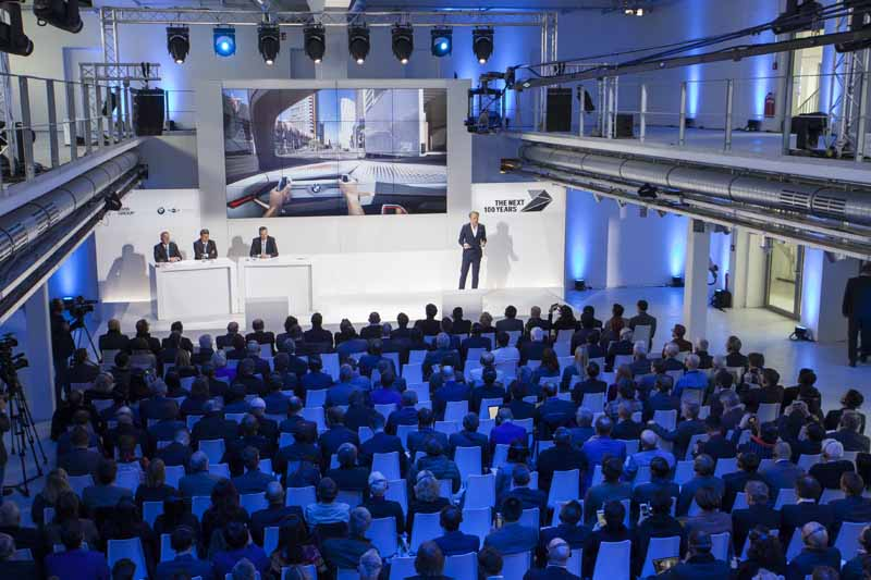 held-a-100th-anniversary-ceremony-in-germany-of-the-bmw-march-720160309-4