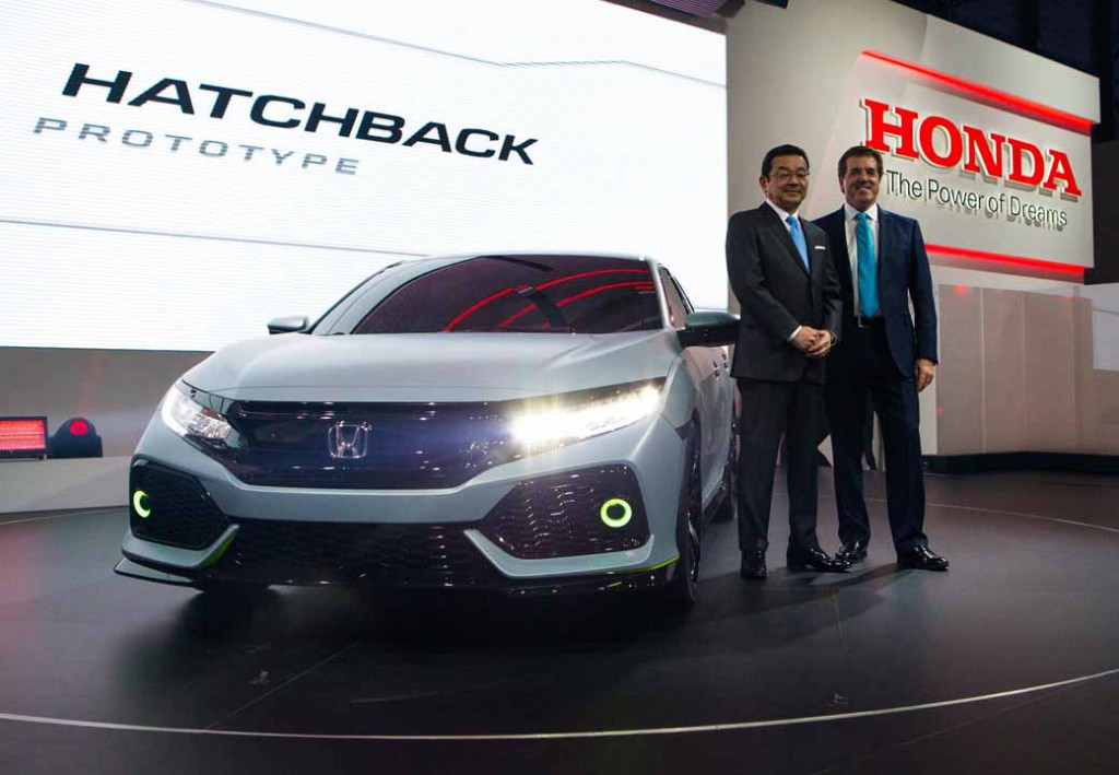 honda-the-worlds-first-showing-off-the-new-civic-hatchback-prototype-model20160303-11