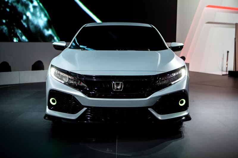 honda-the-worlds-first-showing-off-the-new-civic-hatchback-prototype-model20160303-14