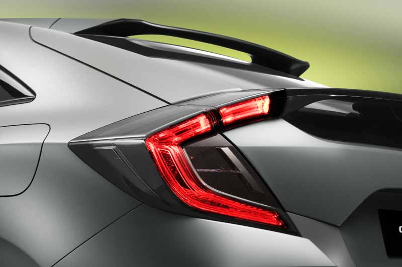 honda-the-worlds-first-showing-off-the-new-civic-hatchback-prototype-model20160303-8