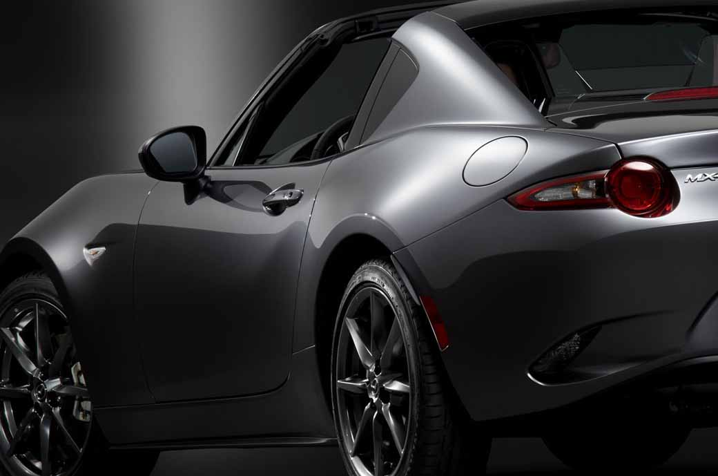 mazda-the-worlds-first-showcase-electric-hardtop-fastback-car-mx-5-rf20160323-23