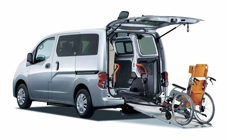 nissan-and-autech-exhibited-the-welfare-vehicle-6-units-in-barrier-free-201620160330-2