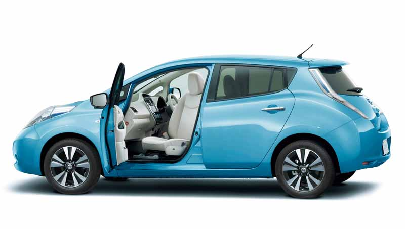 nissan-and-autech-exhibited-the-welfare-vehicle-6-units-in-barrier-free-201620160330-3