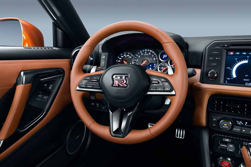 nissan-motor-co-unveiled-the-nissan-gt-r-2017-model-year-in-the-ny-international-auto-show20160324-2