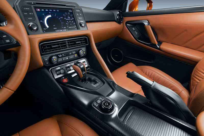 nissan-motor-co-unveiled-the-nissan-gt-r-2017-model-year-in-the-ny-international-auto-show20160324-3