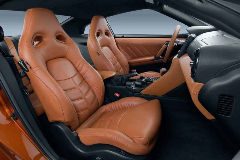 nissan-motor-co-unveiled-the-nissan-gt-r-2017-model-year-in-the-ny-international-auto-show20160324-4