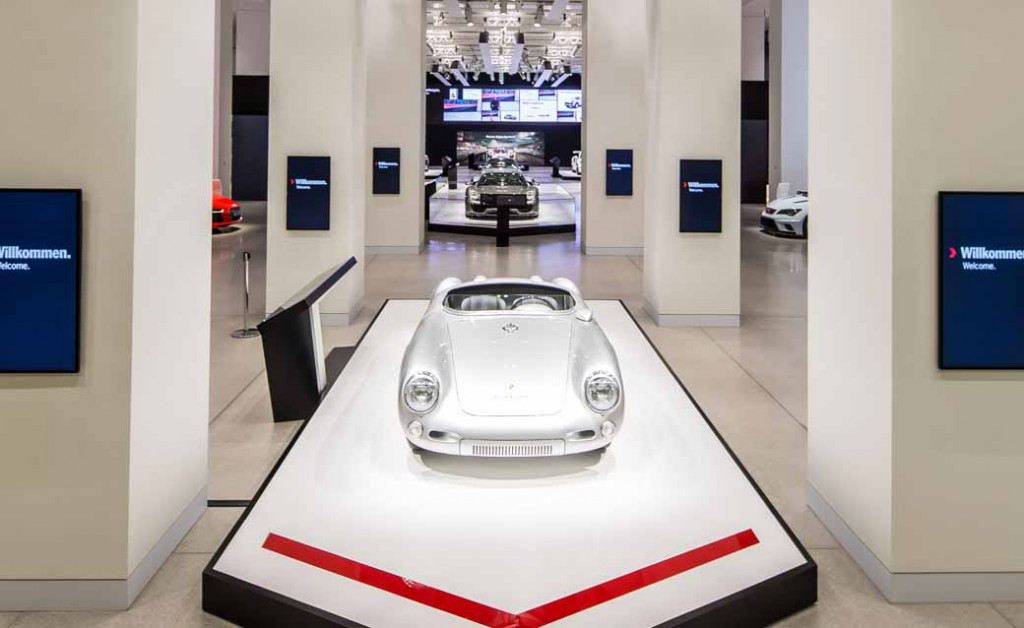 porsche-implement-the-exhibition-events-including-the-german-debut-of-the-new-718-boxster-in-berlin20160318-15