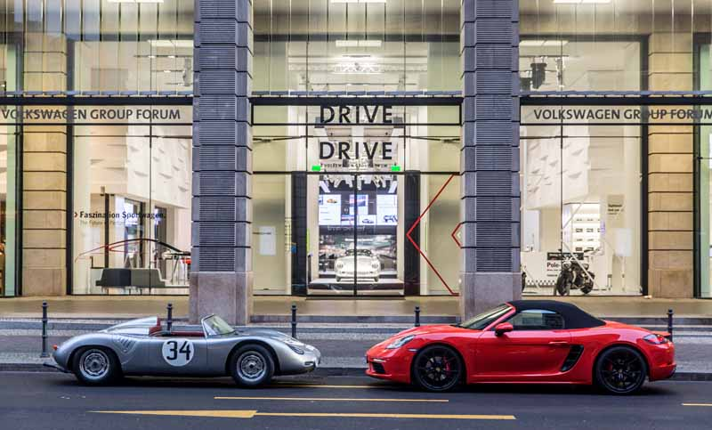 porsche-implement-the-exhibition-events-including-the-german-debut-of-the-new-718-boxster-in-berlin20160318-2