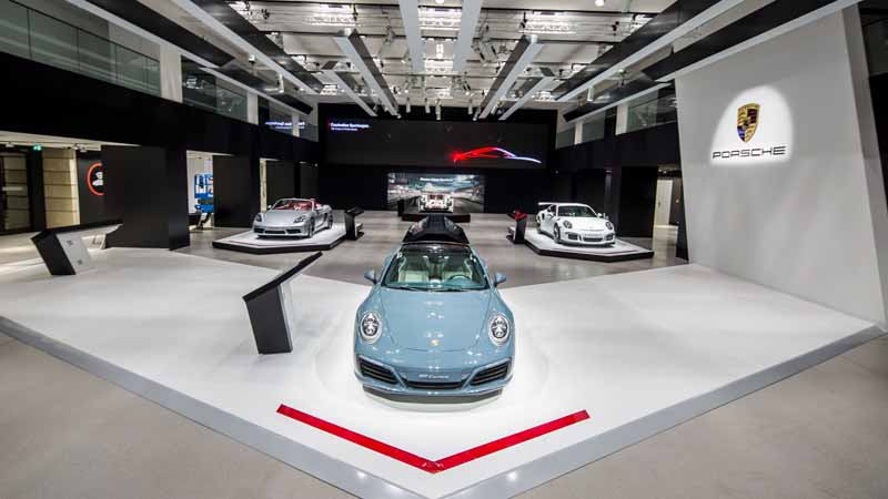 porsche-implement-the-exhibition-events-including-the-german-debut-of-the-new-718-boxster-in-berlin20160318-6
