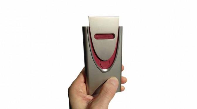 日立とホンダ、スマートキー対応のポータブル呼気アルコール検知器を試作