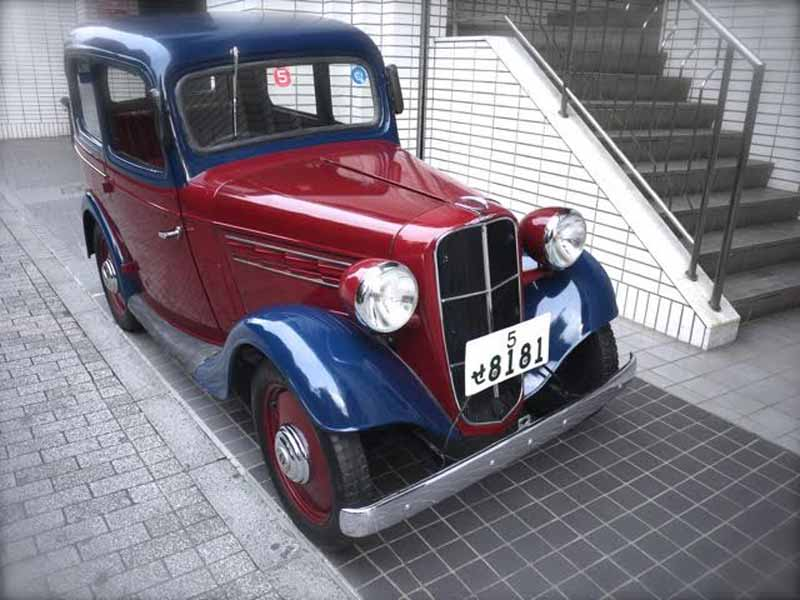 tokyo-car-shop-the-yahoo-auction-exhibited-datsun-type-16-sedan-for-the-sheet-metal-craftsman-training-funds-squeeze20160304-3