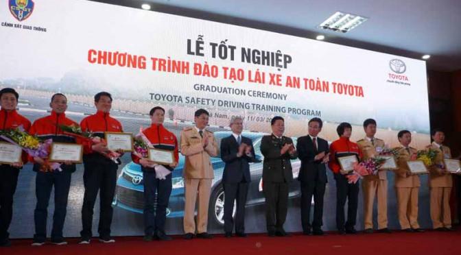 toyota-graduation-ceremony-at-the-first-vietnam-safe-driving-instructor-training-program-20160330-1