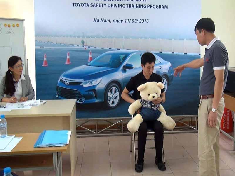 toyota-graduation-ceremony-at-the-first-vietnam-safe-driving-instructor-training-program-20160330-11