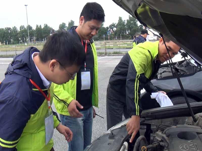 toyota-graduation-ceremony-at-the-first-vietnam-safe-driving-instructor-training-program-20160330-13