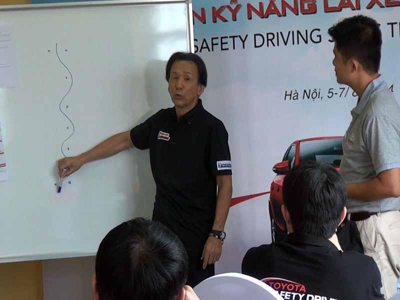 toyota-graduation-ceremony-at-the-first-vietnam-safe-driving-instructor-training-program-20160330-7