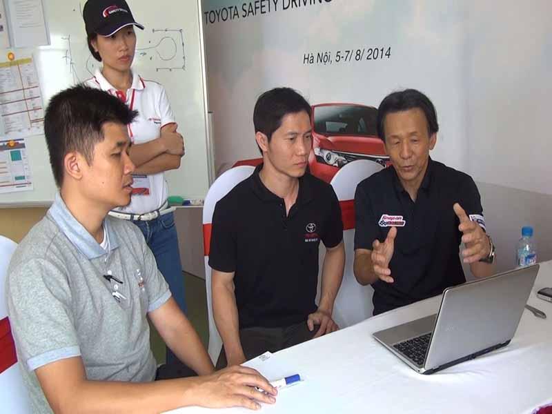 toyota-graduation-ceremony-at-the-first-vietnam-safe-driving-instructor-training-program-20160330-8