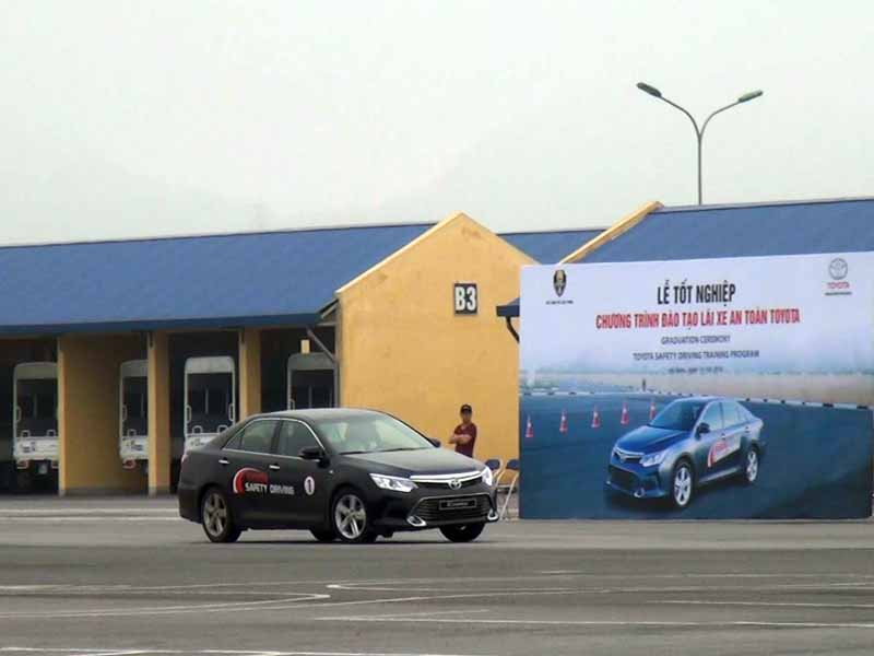 toyota-graduation-ceremony-at-the-first-vietnam-safe-driving-instructor-training-program-20160330-9