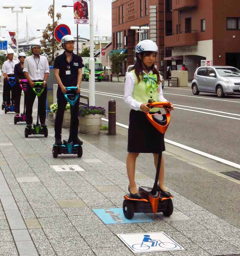 toyota-personal-mobility-public-road-demonstration-experiment-start-of-the-robot-winglet20160324-1
