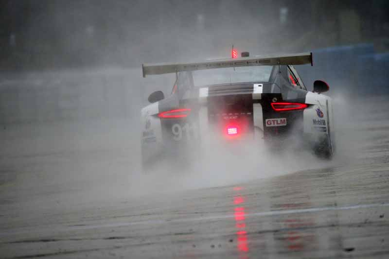 winning-the-porsche-911-rsr-in-third-place-in-the-long-distance-classic-of-the-us-and-florida20160323-8