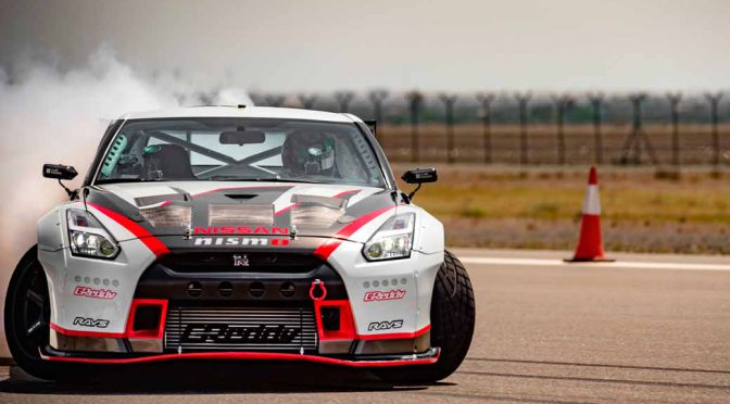break-the-guinness-world-record-for-the-fastest-drifting-in-the-nissan-gt-r-304-96km-h-20160416-1