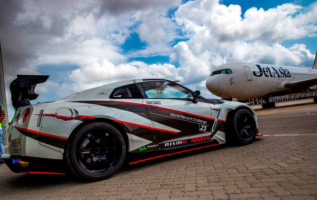 break-the-guinness-world-record-for-the-fastest-drifting-in-the-nissan-gt-r-304-96km-h-20160416-3