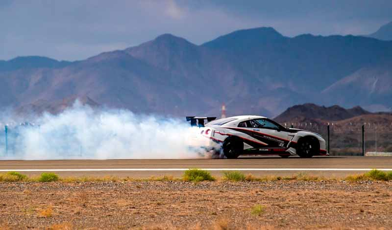break-the-guinness-world-record-for-the-fastest-drifting-in-the-nissan-gt-r-304-96km-h-20160416-4