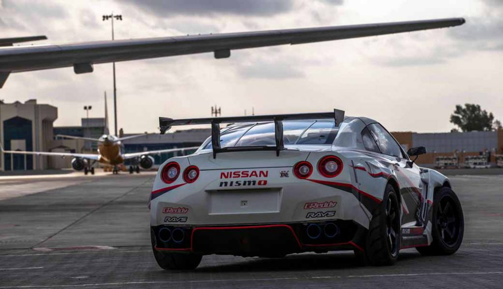 break-the-guinness-world-record-for-the-fastest-drifting-in-the-nissan-gt-r-304-96km-h-20160416-5